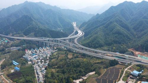 """持续推动河南省服务区高质量发展百姓需求从""""标配""""走向""""高配"""""""