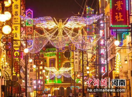 """璀璨的主题灯展让游客体验""""潮玩跨年"""" 张鸿超 摄"""