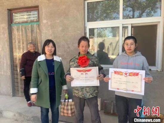 图为李海平荣获自立自强脱贫户。 汤阴县委宣传部 供图