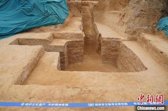 图为此次发掘出的一座墓葬 韩章云 摄
