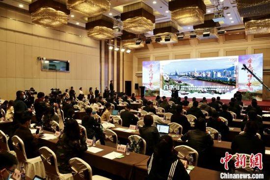 """10月12日上午,""""母亲河畔的中国""""网络主题活动启动仪式在河南开封举办。图为活动现场。段晋哲 摄"""