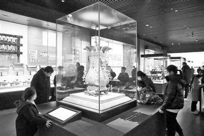 河南博物院游人如织